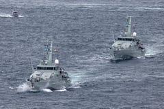 Armidale-klassepatrouillenboote HMAS Broome ACPB 90 und HMAS Bundaberg ACPB 91 der k?niglichen australischen Marine lizenzfreie stockfotografie