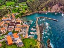 Armintza, paesino di pescatori del Paese Basco, Spagna fotografia stock