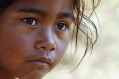 Armoede, portret van armen weinig Afrikaans meisje Royalty-vrije Stock Foto's