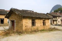 Armoede - slechte huisvesting in een dorp royalty-vrije stock foto