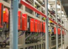 Armoire électrique de PLC Fond d'ingénierie de Blured image stock