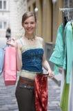 Armoire avec des vêtements photographie stock libre de droits