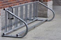Armoire de bicyclette vide avec le blocage Images libres de droits