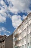 Armonia di architettura moderna e del cielo Fotografia Stock