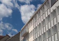 Armonia di architettura moderna e del cielo Immagine Stock