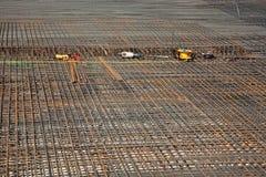 Armoring на строительной площадке для того чтобы стабилизировать fundament сделанный  стоковое фото