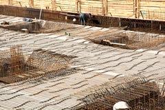 Armoring на строительной площадке для того чтобы стабилизировать fundament сделанный  стоковые изображения rf