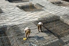 Armoring на строительной площадке для того чтобы стабилизировать fundament сделанный стоковая фотография rf