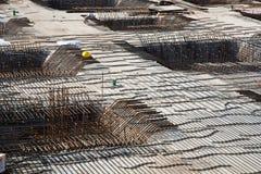 Armoring на строительной площадке для того чтобы стабилизировать fundament стоковое изображение rf