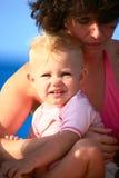 arms baby mother s Стоковая Фотография