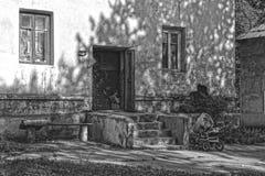Armseliges Haus des entfernten Dorfs stockbilder