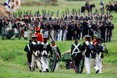 Armésoldater på Borodino slåss historisk reenactment i Ryssland Royaltyfria Bilder