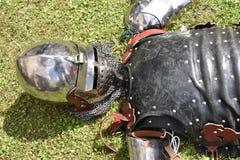 Armure médiévale du ` s de chevalier : remontants de casque, de cuirass et de bras Images stock