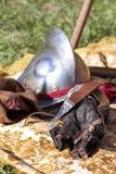 Armures de la Renaissance : casque et gant. Image stock