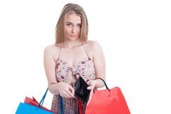 Armutkonzept mit jungem shopaholic, kein Geld habend Stockbild