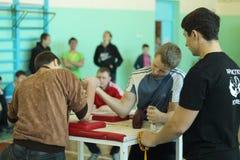 Armwrestling μεταξύ του μαθητή Στοκ εικόνες με δικαίωμα ελεύθερης χρήσης