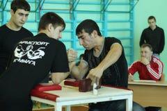Armwrestling μεταξύ του μαθητή Στοκ φωτογραφία με δικαίωμα ελεύθερης χρήσης