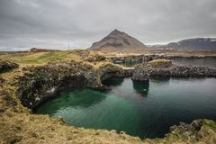 Arnarstapi kust och fiskeläge Island Fotografering för Bildbyråer