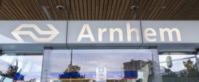 Arnheim centrali stacja podpisuje wewnątrz holandie Obraz Royalty Free