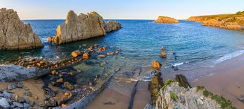 Arnia-Strand, Kantabrien, Spanien lizenzfreie stockfotos