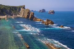 Arnia wybrzeże i Arnia plaża Santander Hiszpania obrazy royalty free