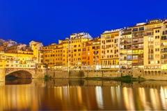 Arno και Ponte Vecchio τη νύχτα, Φλωρεντία, Ιταλία Στοκ φωτογραφίες με δικαίωμα ελεύθερης χρήσης