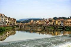 Arno στο ηλιοβασίλεμα στη Φλωρεντία στοκ εικόνες