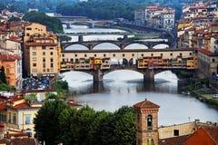 arno bridges florence över floden Arkivfoto