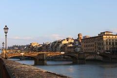 Arno flod i Florence - Italien Arkivfoton
