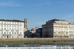 Arno floddammbyggnad i Florence, Italien Royaltyfri Fotografi