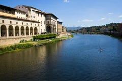 Arno-Fluss lizenzfreies stockfoto