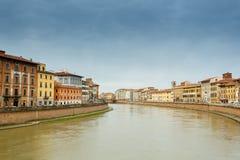 Arno-Fluss in Pisa stockfotografie
