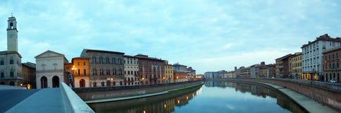 Arno River à Pise, Toscane, Italie image libre de droits