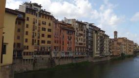 Arno River hermoso en la ciudad de Florencia - Toscana metrajes