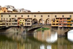 Arno River och Ponten Vecchio i Florence 002 Arkivbild