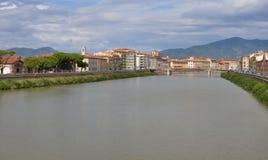 Arno River och strandbyggnader, Pisa Fotografering för Bildbyråer
