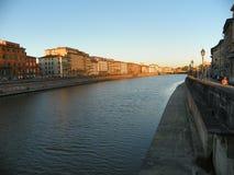 Arno rzeka w Pisa Zdjęcia Stock