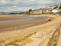 Arnside och den Kent River breda flodmynningen på lågvatten, Cumbria Royaltyfri Bild