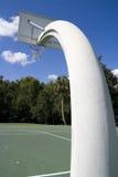 Aro de baloncesto en el parque local Fotos de archivo libres de regalías