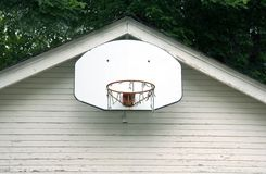 Aro de baloncesto viejo Imágenes de archivo libres de regalías