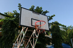 Aro de baloncesto viejo fotos de archivo libres de regalías