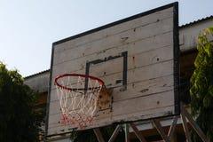 Aro de baloncesto viejo imagen de archivo libre de regalías