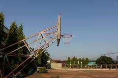 Aro de baloncesto viejo fotografía de archivo libre de regalías