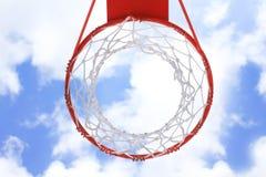 Aro de la cesta sobre el cielo 1 Fotos de archivo