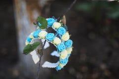 Aro de las flores, guirnalda con las flores coloreadas Flores hechas a mano Fotos de archivo libres de regalías