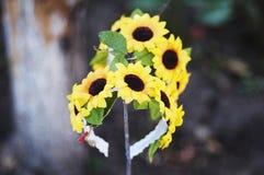 Aro de las flores, guirnalda con las flores coloreadas Flores hechas a mano Foto de archivo