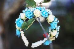 Aro de las flores, guirnalda con las flores coloreadas Flores hechas a mano Fotografía de archivo