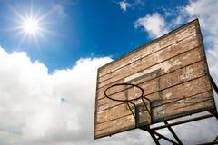 Aro de madera y salida del sol de la cesta Fotos de archivo libres de regalías