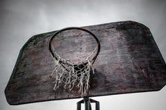 aro e placa de basquetebol da rua Fotografia de Stock