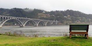 Arogancki rzeka mosta curry'ego okręgu administracyjnego złota plaży Oregon nabrzeże Ben Zdjęcie Stock